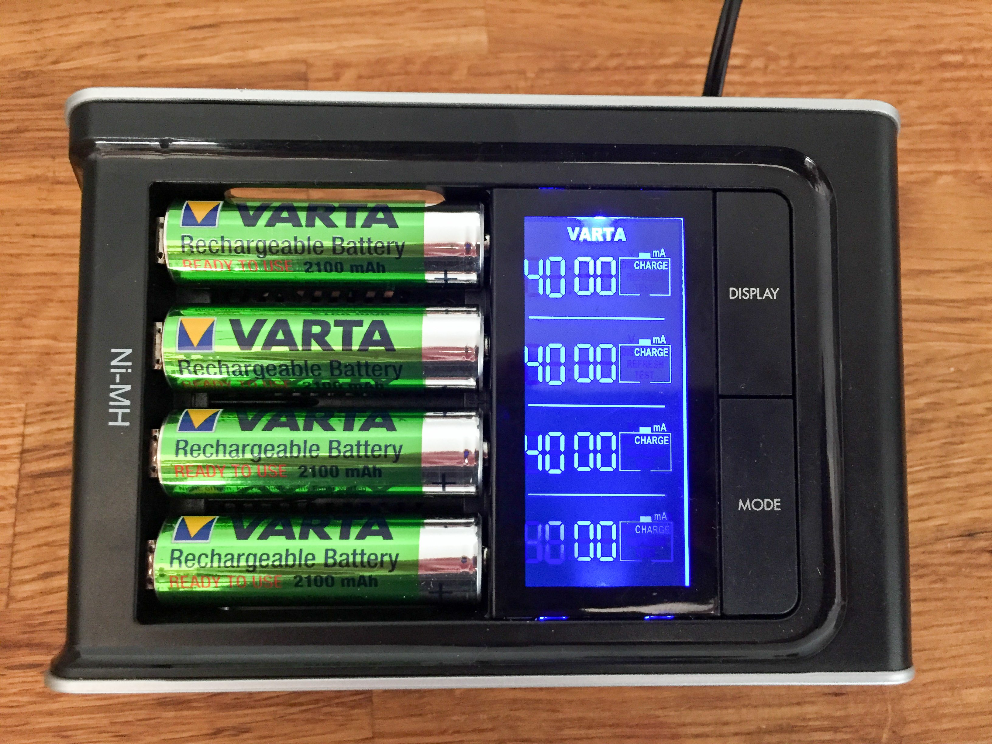 Varta 57285 Charger top view